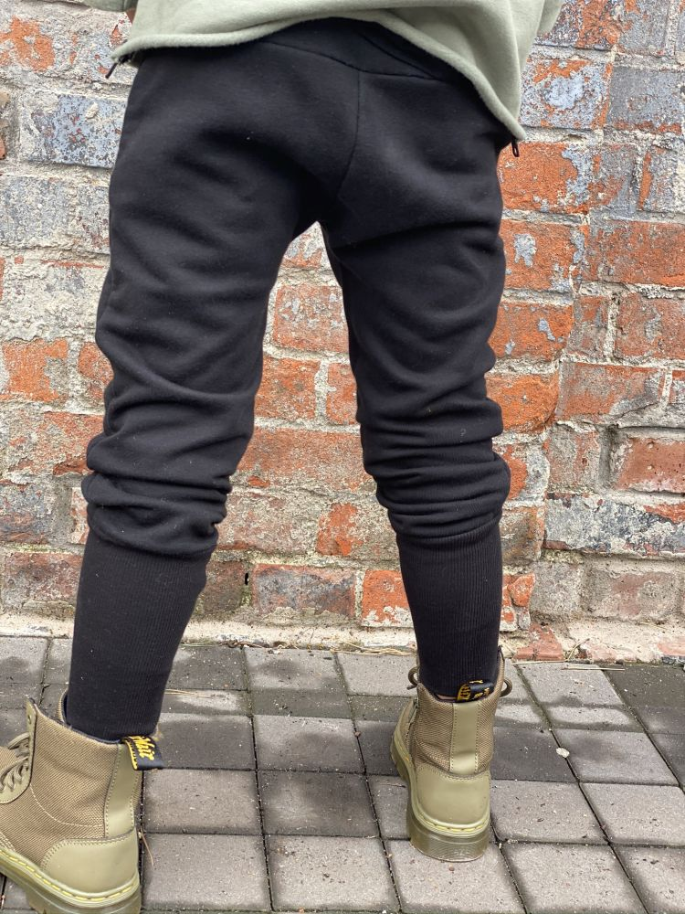 Czarne joggersy TENAL